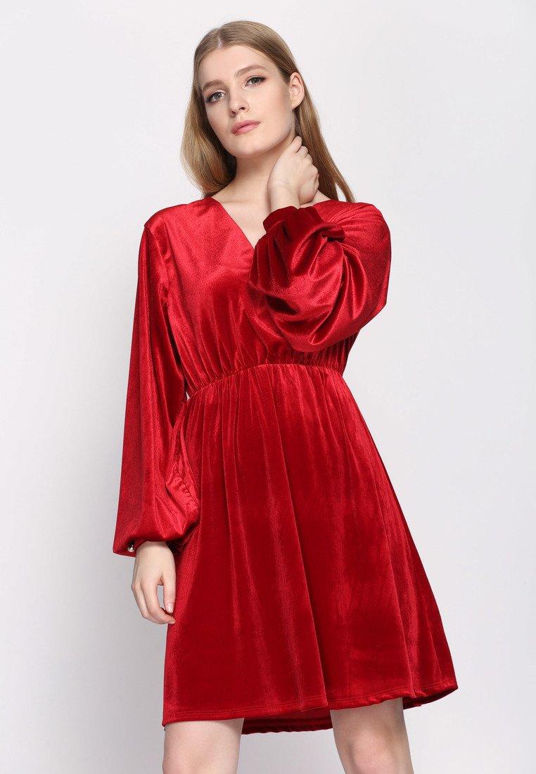 Sukienka czerwona welurowa
