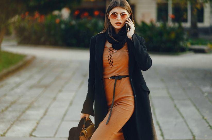 Czarny kardigan w damskiej odsłonie – klasyk, który nigdy nie wyjdzie z mody. Poznaj stylizacje na różne okazje