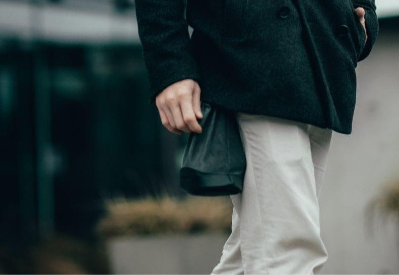 co pasuje do białych spodni męskich