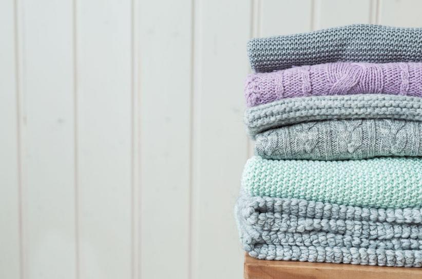 Jak prać swetry, żeby ich nie zniszczyć?