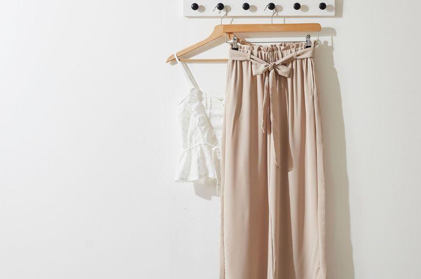 Beżowe spodnie męskie – odkryj najlepsze stylizacje! | Born2be