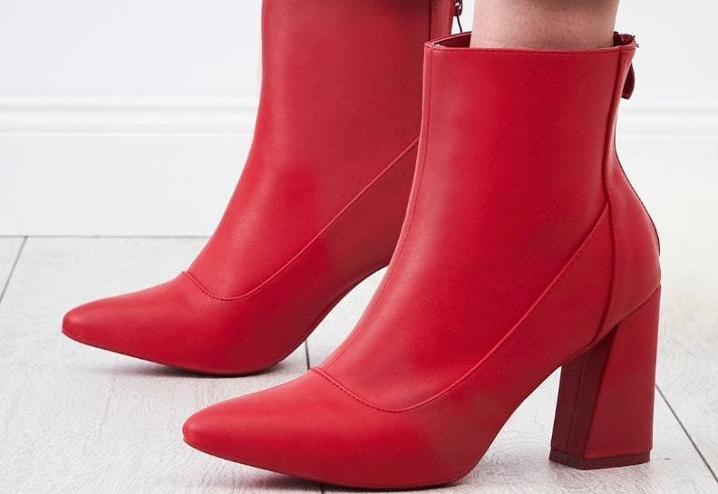 z czym nosić czerwone botki