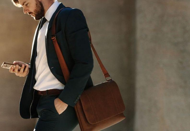 do czego nosić torbę męską