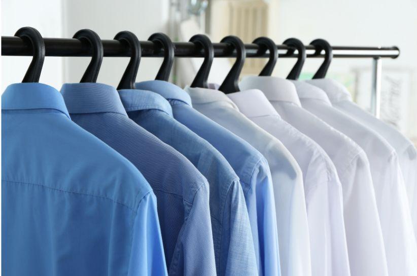 Jak skutecznie prasować koszulę? Przedstawiamy ten proces krok po kroku