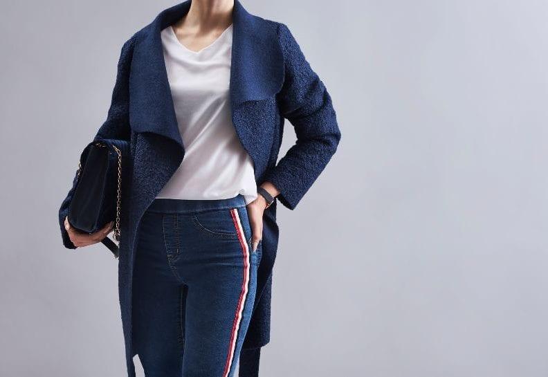 Co pasuje do niebieskiego płaszcza