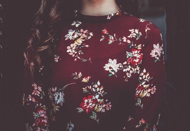 koszula w kwiaty stylizacje