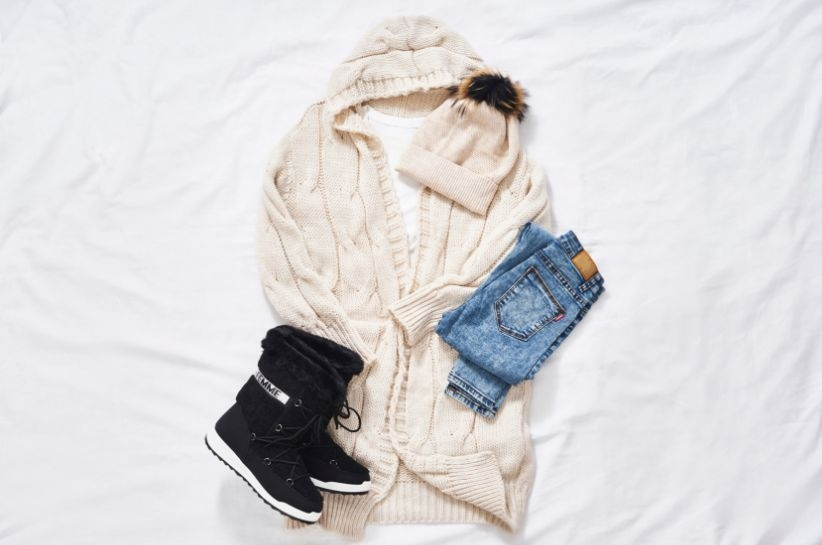 Jesienne stylizacje z kremowym swetrem – zakochaj się od pierwszego założenia!