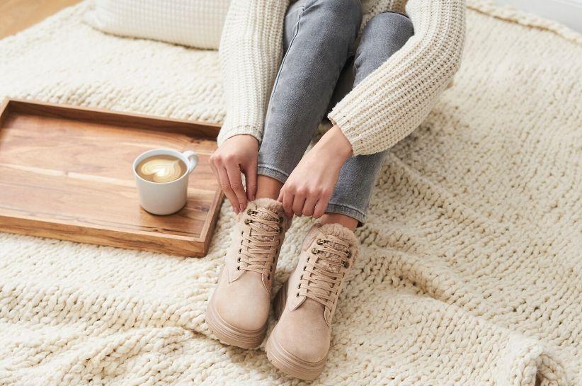 Stylizacje z beżowymi butami. Jak skompletować strój odpowiadający Twoim potrzebom?