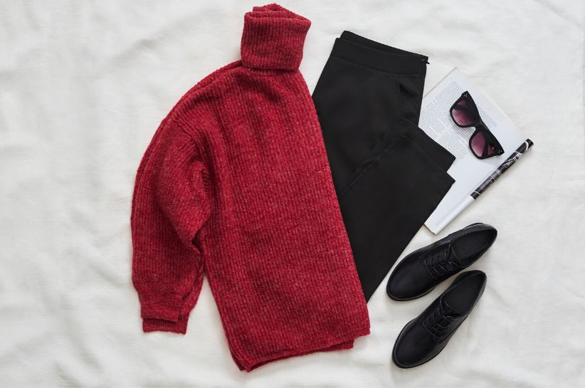 Czerwony sweter stylizacje