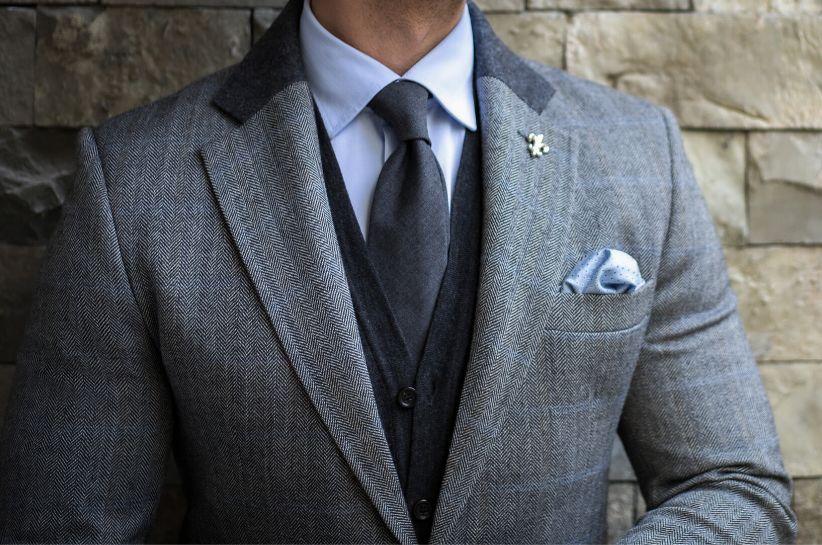 Jaki krawat wybrać do grafitowego garnituru