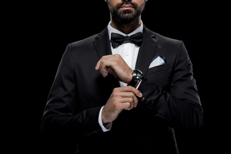Jaki zegarek włożyć do garnituru? Wybierz mądrze!