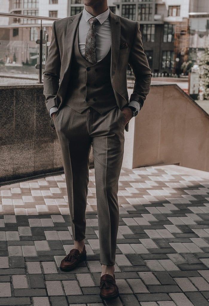 jaki krawat pasuje do grafitowego garnituru