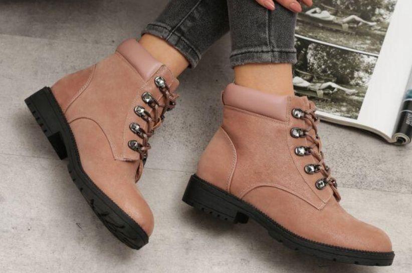 Stylizacje z różowymi butami. Zaplanuj strój idealny!