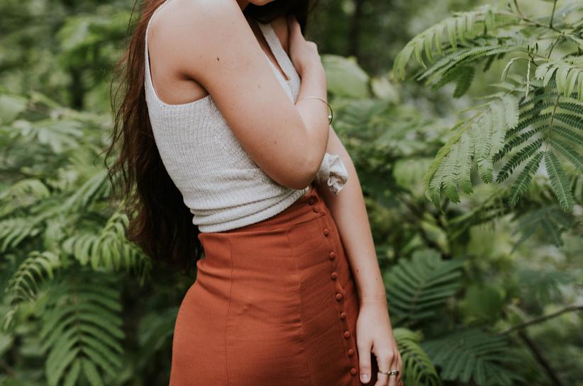 Elegancka i kobieca: spódnica z wysokim stanem! Sprawdzone propozycje stylizacji
