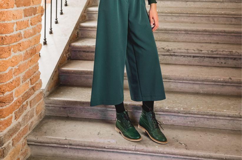 Stylizacje z zielonymi butami. Skompletuj strój na miarę swoich potrzeb!