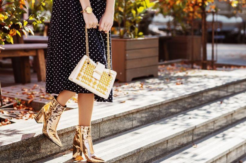 co nosić z metalicznymi butami