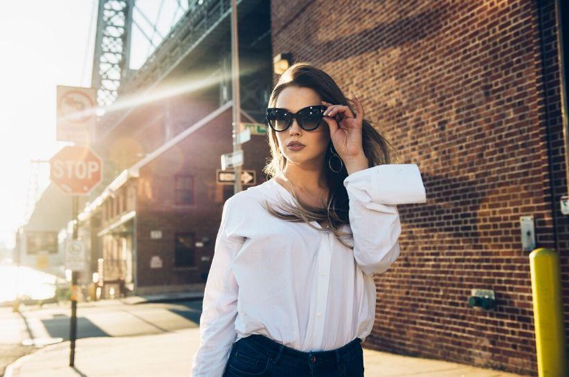 Jak się ubrać na rozmowę kwalifikacyjną latem? Profesjonalny outfit w letniej odsłonie