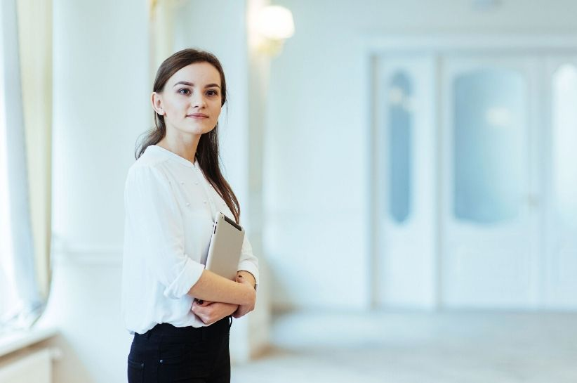 Jak się ubrać na rozmowę kwalifikacyjną? Sprawdź, jak przekonać do siebie pracodawcę