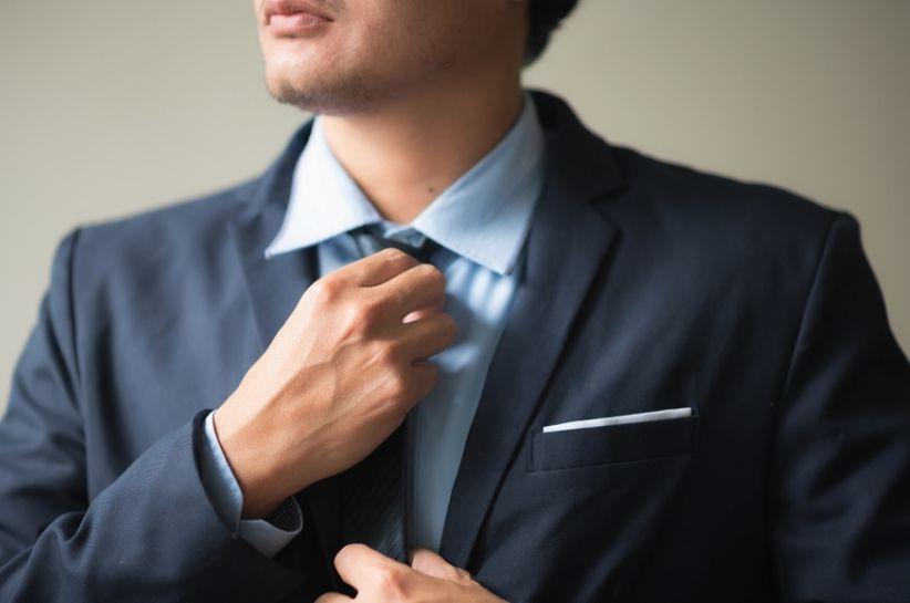Jak ma się ubrać na wesele mężczyzna? Oto kilka modnych, męskich stylizacji na przyjęcie weselne