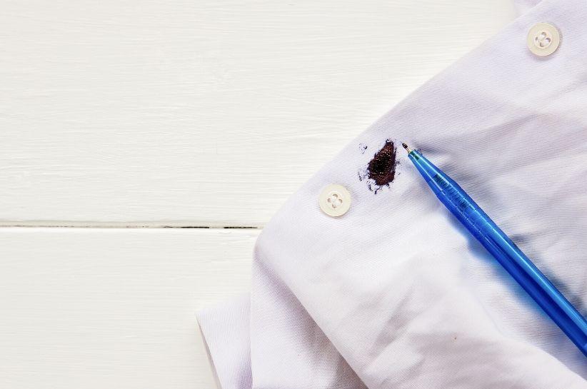 Jak usunąć plamę z długopisu? Oto kilka sprawdzonych, domowych sposobów!