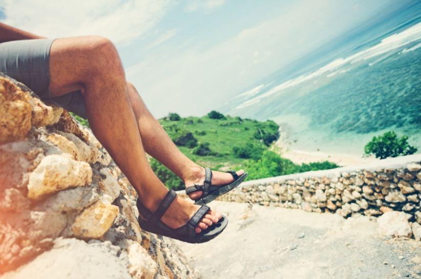 Sandały męskie – modne stylizacje sezonu. Sprawdź, jak nosić sandały!