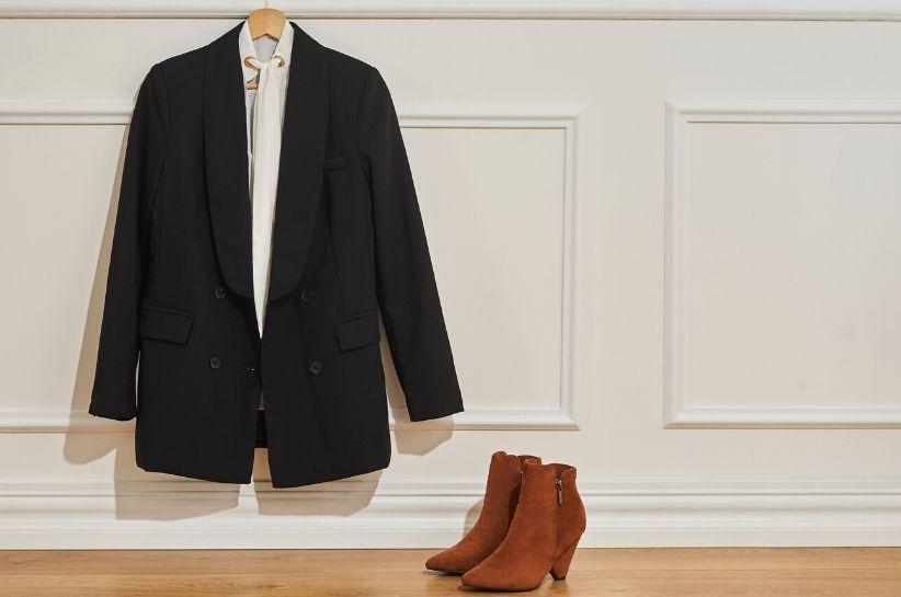 Stylizacje biznesowe damskie – poznaj zasady oficjalnego ubioru i wyglądaj profesjonalnie nie tylko w biurze