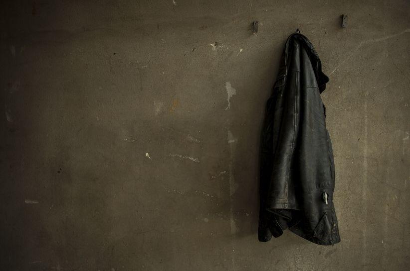 Jak odświeżyć i wyczyścić skórzaną kurtkę? Przedstawiamy skuteczne metody!