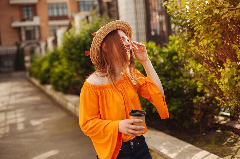 Jaki kolor pasuje do pomarańczowego? Oto outfity inspirowane topowymi it-girls!