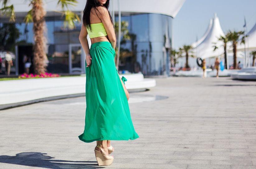 Jaki kolor pasuje do seledynowych ubrań i dodatków? Lista najmodniejszych zestawów