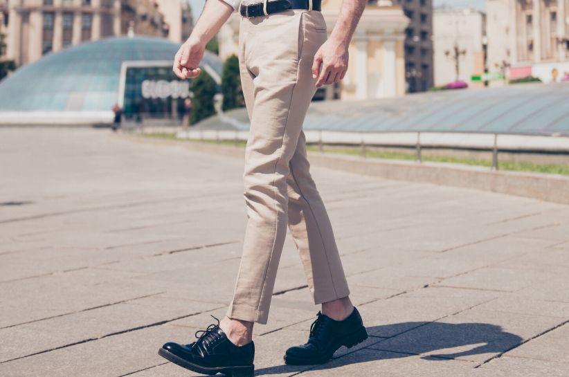 jakie buty do jasnych spodni