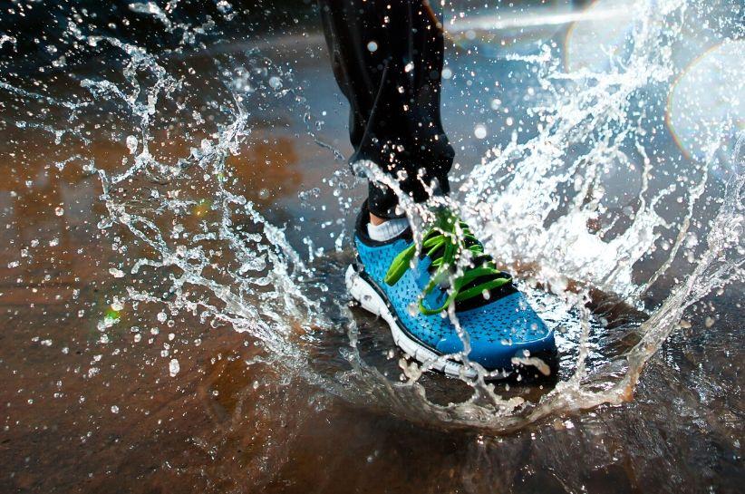 Nie wiesz, jak trwale zabezpieczyć buty przed wodą? To proste!