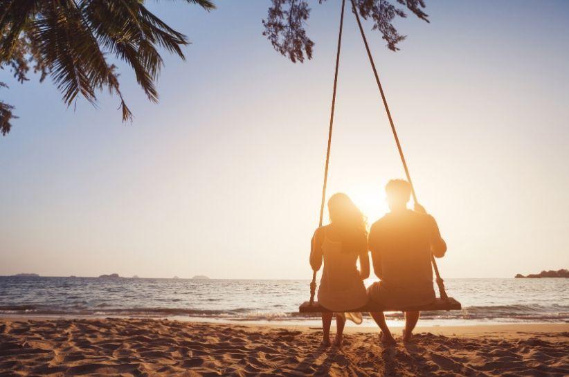 Modnie na urlopie? Odkryj gorące stylizacje na wakacje dla niej i dla niego!