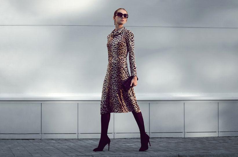 sukienka w zwierzęce wzory stylizacje