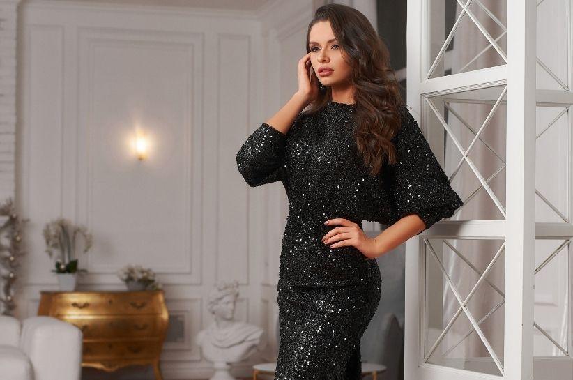 Sukienka cekinowa – najpiękniejsze stylizacje na wyjątkowe okazje
