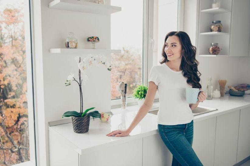 Ubrania po domu – jak wyglądać dobrze i czuć się komfortowo w domowym zaciszu?