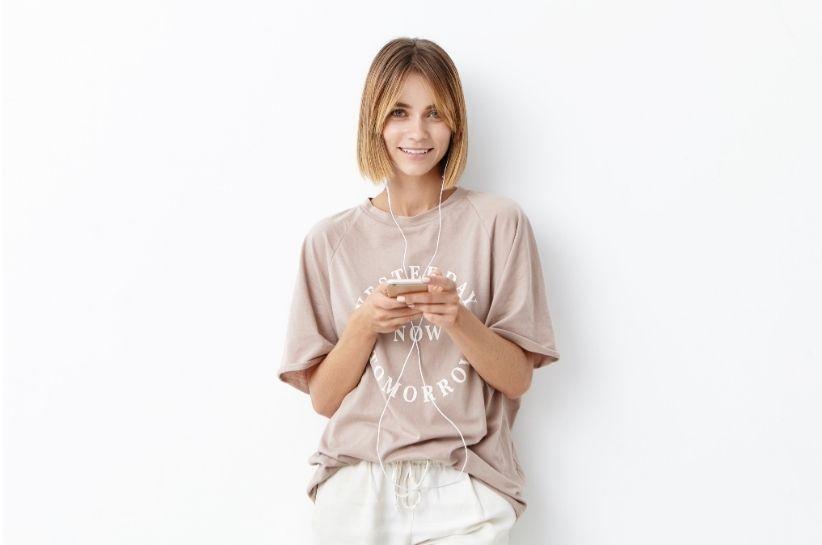 Wrzuć na luz i odkryj najgorętsze stylizacje z T-shirtem oversize!