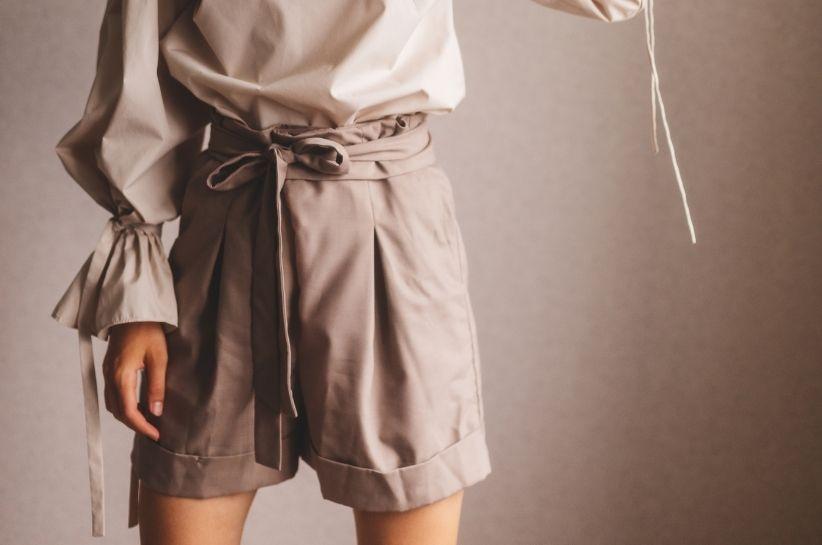 Szerokie szorty damskie – letnie stylizacje inspirowane Instagramem