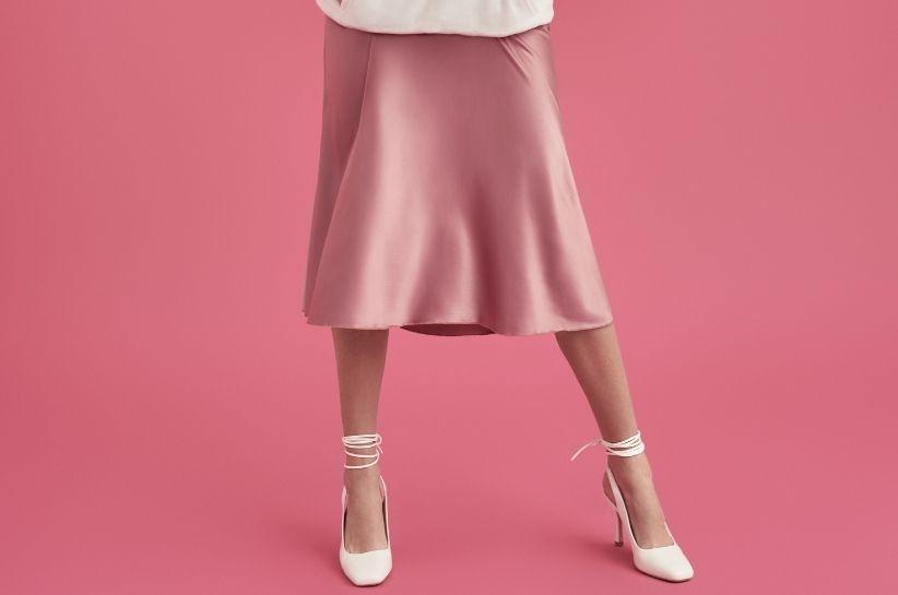 Jak nosić spódnicę midi? Stylizacje dla każdej z Was