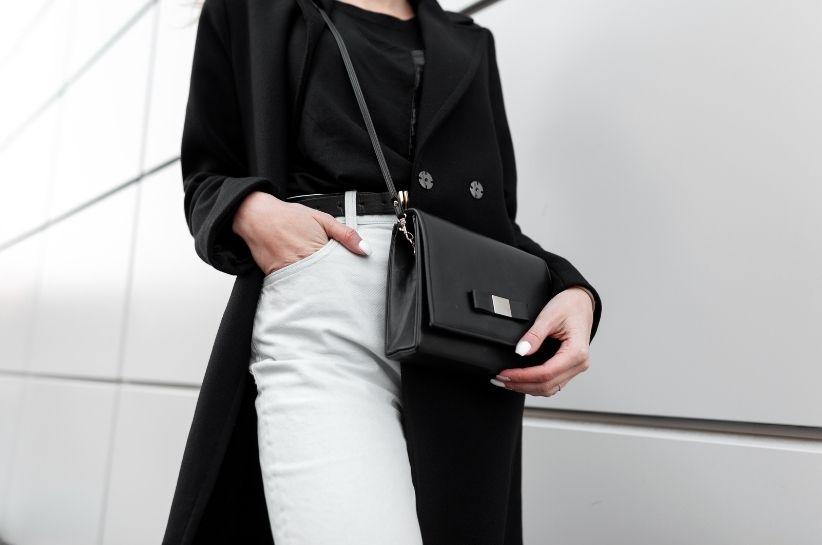 Białe spodnie damskie – stylizacje eleganckie i na co dzień