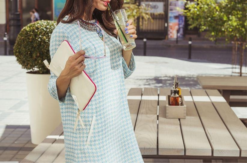 Sukienka pudełkowa – dla kogo jest ten fason i jak go nosić? Podpowiadamy!
