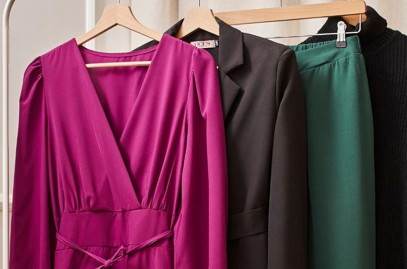 Modne kolory na jesień i zimę 2021/2022. Te odcienie wybierają trendsetterki!