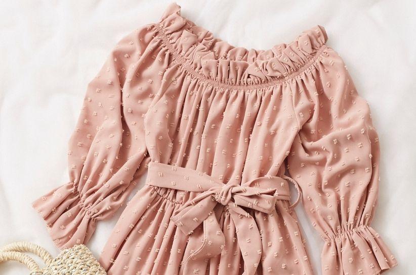 Uwielbiamy je – sukienki z paskiem. Zobacz, w jakich stylizacjach wyglądają najlepiej!